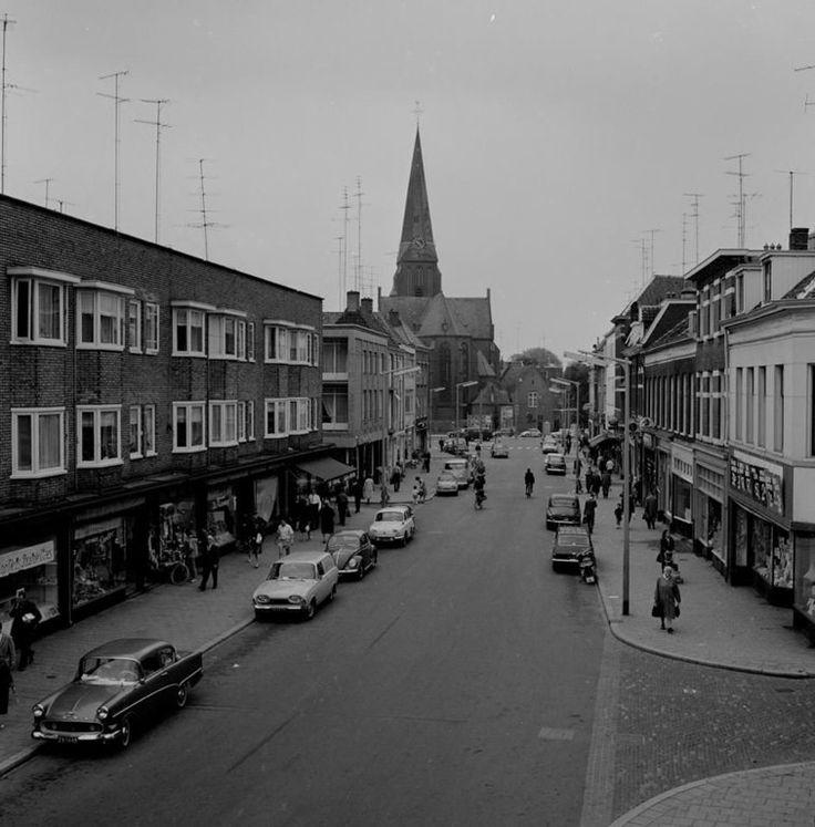 De Hommelstraat gezien vanaf de Hommelse Poort in 1964.