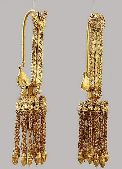 Golden earrings (4th century BCE) from Vani, Georgia. | Collection of the Georgian National Museum, Tblisi.