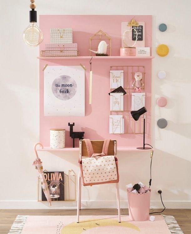 Peinture rose bonbon pour délimiter le coin bureau