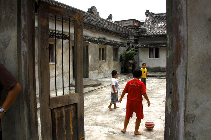 bermain bola, benteng Kraton Yogyakarta