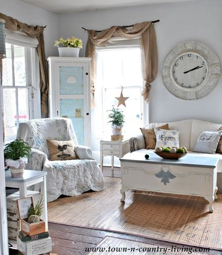 Country decorating style in a farmhouse family room for Country farmhouse window treatments