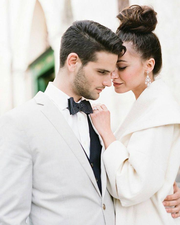Amanhã tem post novo no blog mas enquanto isso você pode ver esse editorial maravilhoso de casamento na Itália. Diz ai se não dá vontade de casar igual?! Photography: @gerthuygaerts | Concept Florals & Styling: @joyproctor | Location: @hotelcaruso | Hair & Make up: @sandralovisco | Lab: @richardphotolab | @moniquelhuillier | Gown: @eliesaabworld | Calligraphy: @acreativeaffair | Headpieces veil & styling: @janniebaltzer