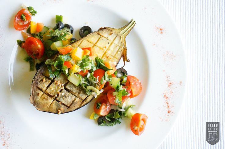 Diese im Ofen gebackene Auberginen sind der Hingucker schlechthin und eignen sich hervorragend als ein Sommergericht oder als coole Beilage beim Grillen.