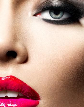 Gorgeous smoky eye and red pink lips