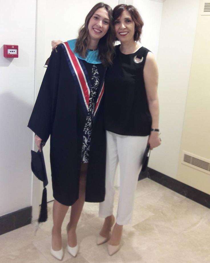 Canım kızım bugün üniversiteden mezun oluyor.Okula ilk başladığı gün dün gibi ne çabuk büyüyor meleklerimiz