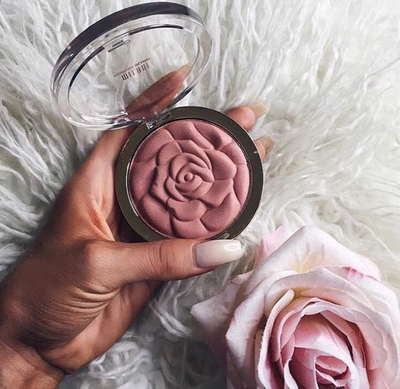 Omg that's such a gorgeous blusher!! And it would probably double as an eyeshadow aswell someone please tell me the name of this !!
