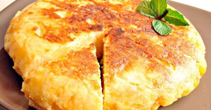 A receita de omelete de batata rende aproximadamente 8 porções. Leia mais Receita de batata surpresa Receita de batata com requeijão Receita de batata duquesa Ingredientes • 4 batatas bolinha azeite a gosto • 1 ovo batido • 1 fatia de peito de peru • 1 fatia de queijo branco • 2 tomates cereja picados temp