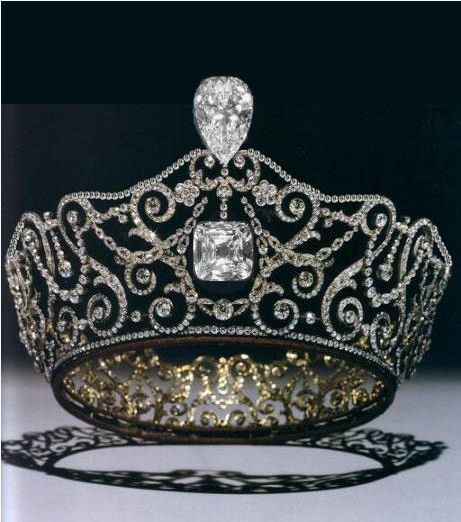 The Delhi Durbar Tiara was designed and constructed by the Crown Jewelers, Garrard & Co. in anticipation of Queen Mary's visit to India.