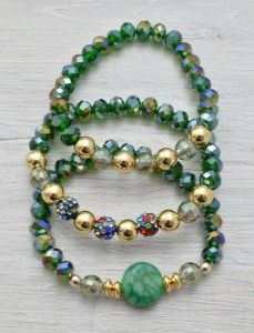 Combina como más te guste estas #pulseras en color verde de cristal con #abalorios y #piedras.