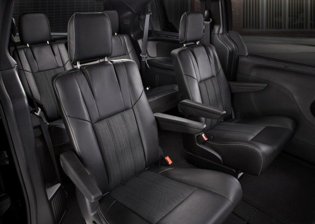2014 Chrysler Town & Country Reviews and Ratings - The Car Connection