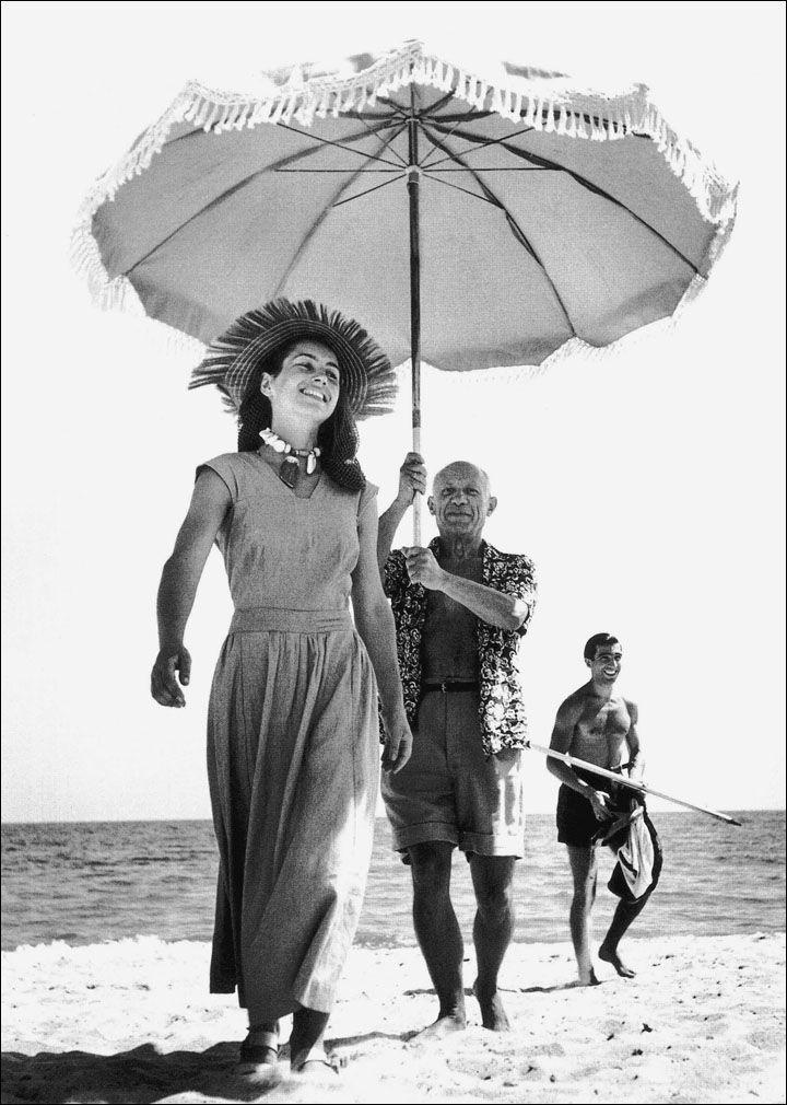 Robert Capa. Pablo Picasso et Francoise Gilot (en arriere-plan, le neveu de…