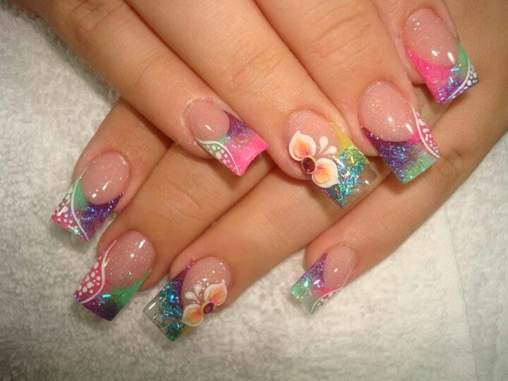 I just think this is a really pretty prof. nail art piece. So detailed, w/out all the stuff on top of it.