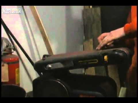 Forjando uma faca com um pino de trilho de trem