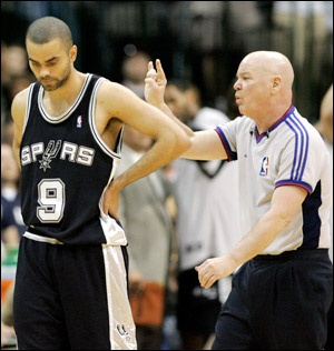 Joey Crawford's first Spurs game since the Halloween Picture leaked passed without incident Saturday in Charlotte. (Sports Illustrated)