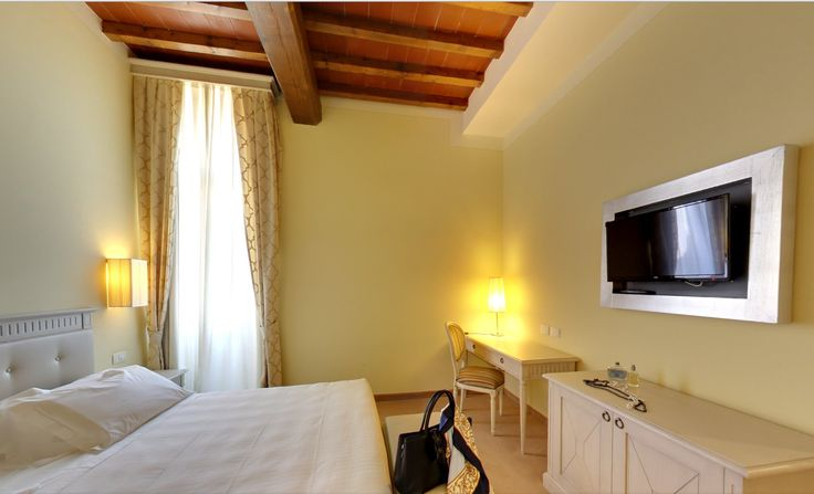 Or a more intimate atmosphere, a special place for a special night! Hotel Certaldo in Certaldo, Tuscany! #tuscany #hotel #hotelcertaldo #certaldo www.hotelcertaldo.it