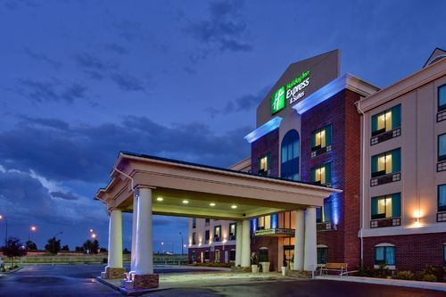 Choose the Holiday Inn Express & Suites and you'll be located just off the Trans-Canada Highway 1, across from the Medicine Hat Mall and only minutes from local attractions and restaurants.  They invite you to enjoy our hotel in Medicine Hat where you can relax in an indoor pool, water slide and whirlpool. #thishappenshere #medhat #hotel http://stayinmedicinehat.com/holiday-inn-express-suites