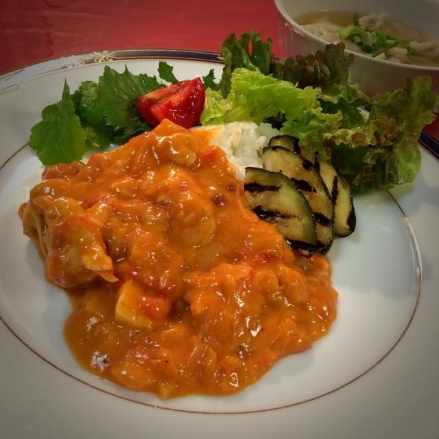 先日鎌倉のカフェで、偶然頼んだムケッカ! ココナツミルクのお料理って、未体験でしたが、おーいしーーい さっそく再現してみました。  本来はシーフードをココナツミルクで煮込む家庭料理だそうですが、鶏胸肉で! あとは残り野菜でオーケー! - 168件のもぐもぐ - ココナツミルクデビュー               ムケッカ(ブラジル料理) by 志野