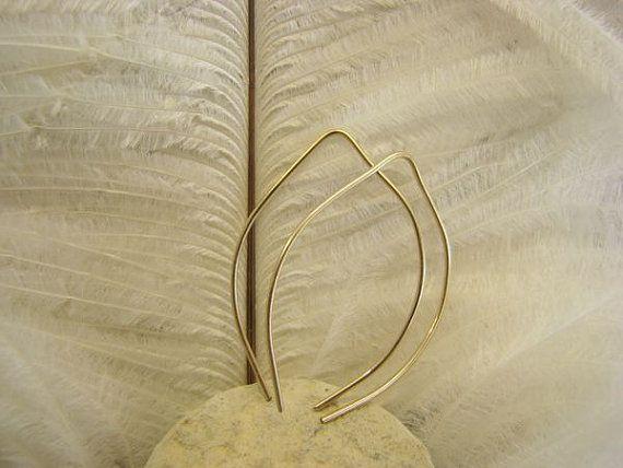 Ohrringe Blatt  16 Karatgold filled Ohrringe Blatt. 3 von Querbead, $28.00 https://www.etsy.com/de/listing/155620576/ohrringe-blatt-16-karatgold-filled #earrings,#Ohrringe,#goldfilledhopps,#goldleaves,#jewelrygoldfilled