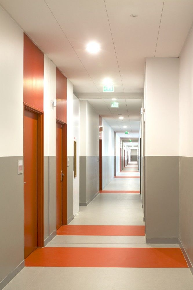 Secondary School / Hubert & Roy Architectes  (color coded hallway)