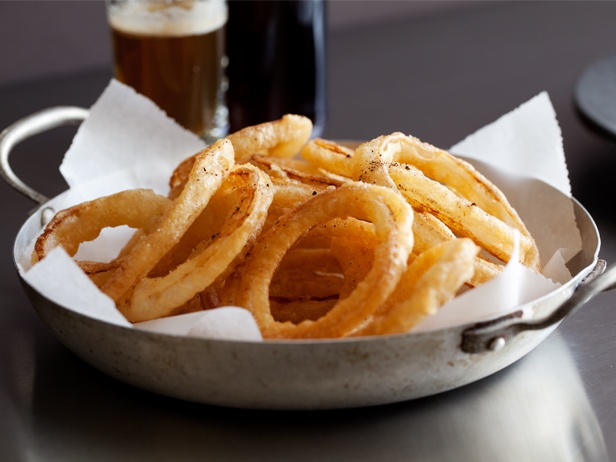 Classic Onion Rings Courtesy of Chuck Hughes (my favorite Canadian!)