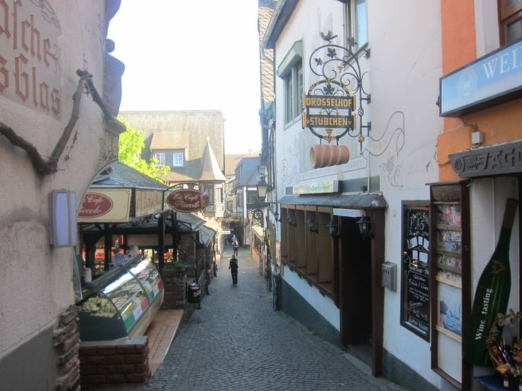 Side streets in Rudesheim, with delicious one euro ice-cream!