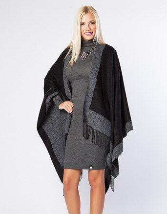 Oversized cape with fringes on the hem.