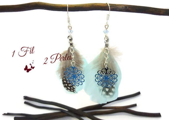 Boucles d'Oreilles Plumes Bleues et Breloque Fleur Ethniques : Boucles d'oreille par 1-fil-2-perles
