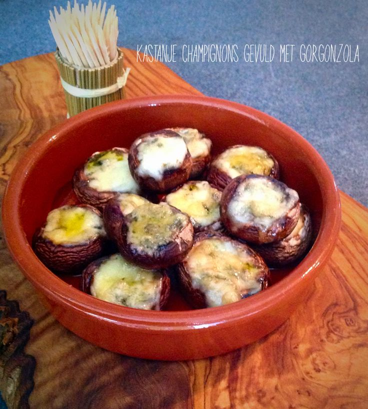 Lekker hapje: Kastanje champignons gevuld met Gorgonzola en honing - Stuffed Mushrooms (Oven 15min 190C)