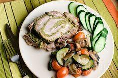 Вкусное и, что немаловажно, красивое блюдо. Порадовать и удивить гостей этим рецептом вам удастся с легкостью. Начинку мы делаем на основе рецепта соуса песто, просто меняем кедровые орехи на фисташки, а базилик на шпинат.