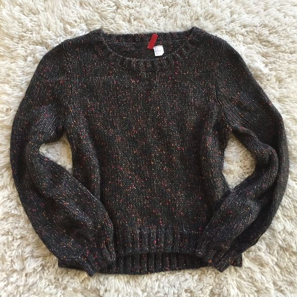 Cute H&M sweater Only worn once. Super cozy and comfy. It's a short sweater with long sleeves. It's from the Divided collection. H&M Sweaters Crew & Scoop Necks