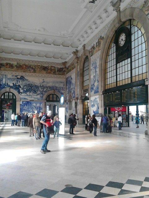 Porto São Bento Station