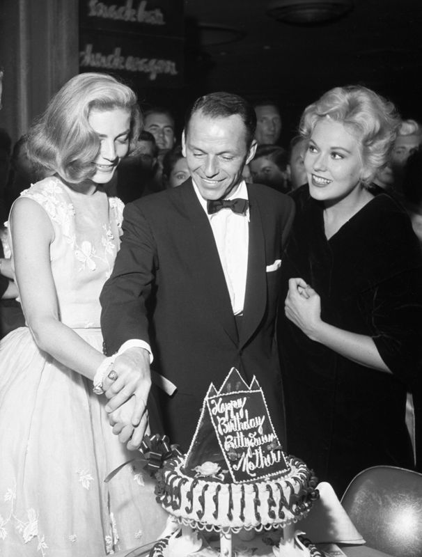 Lauren Bacall, Frank Sinatra en Kim Novak in Las Vegas, 1956.- less than 3 months to Frank turns 100