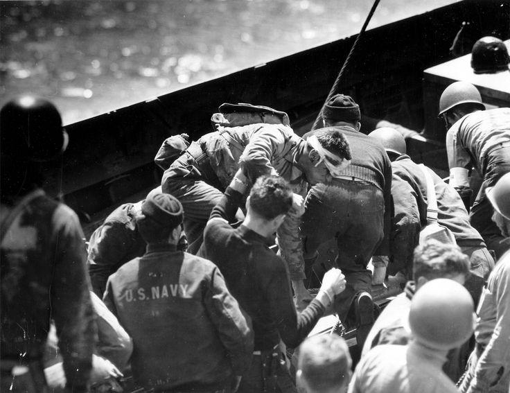 https://flic.kr/p/ejvej3 | p012544 | A bord d'un LCVP, les hommes du Medical Corps et de l'USN reçoivent et installent les blessés. A droite un casque tout cabossé. Le photographe est sur l'USS Samuel Chase APA-26, sous réserve toutes ces photos sont de : Robert F. Sargent, voir ici : en.wikipedia.org/wiki/Robert_F._Sargent La p012546 a été prise du même endroit mais avant, au départ des troupes à débarquer : www.flickr.com/search/?w=58897785@N00&q=p012546 Voir les : p012544, p012553, p01255