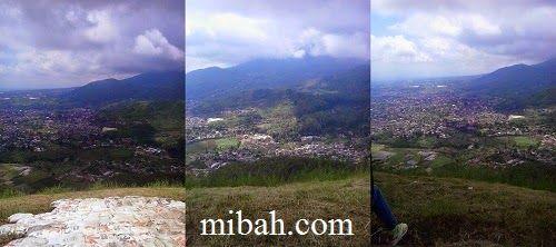 Lokasi landas dan pemandangan diatas paralayang malang  http://www.mibah.com/2015/04/paralayang-batu-malang-wisata-gunung-banyak.html