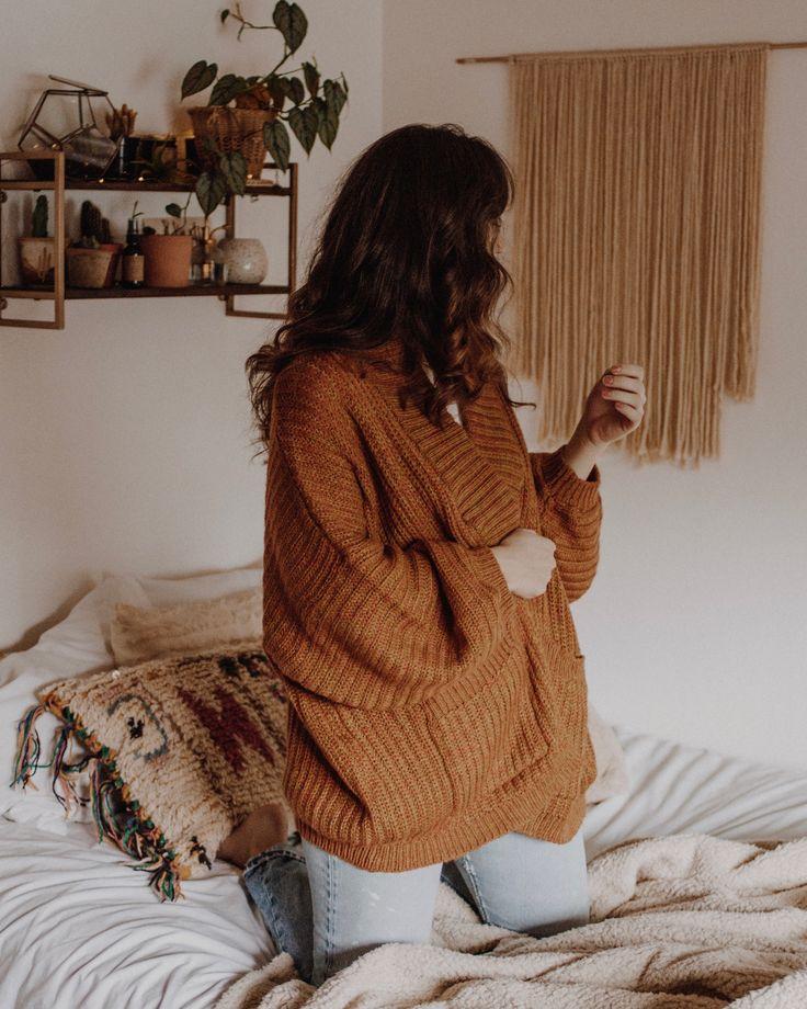 oversized cardigan | wear | fall outfit | boho bedroom | brunette waves | sweaters