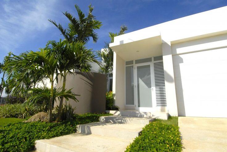 Fachadas de casas modernas en puerto rico google search for Casas modernas terreras
