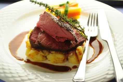Rinderfilet mit Kartoffelschmarrn und Rotweinjus