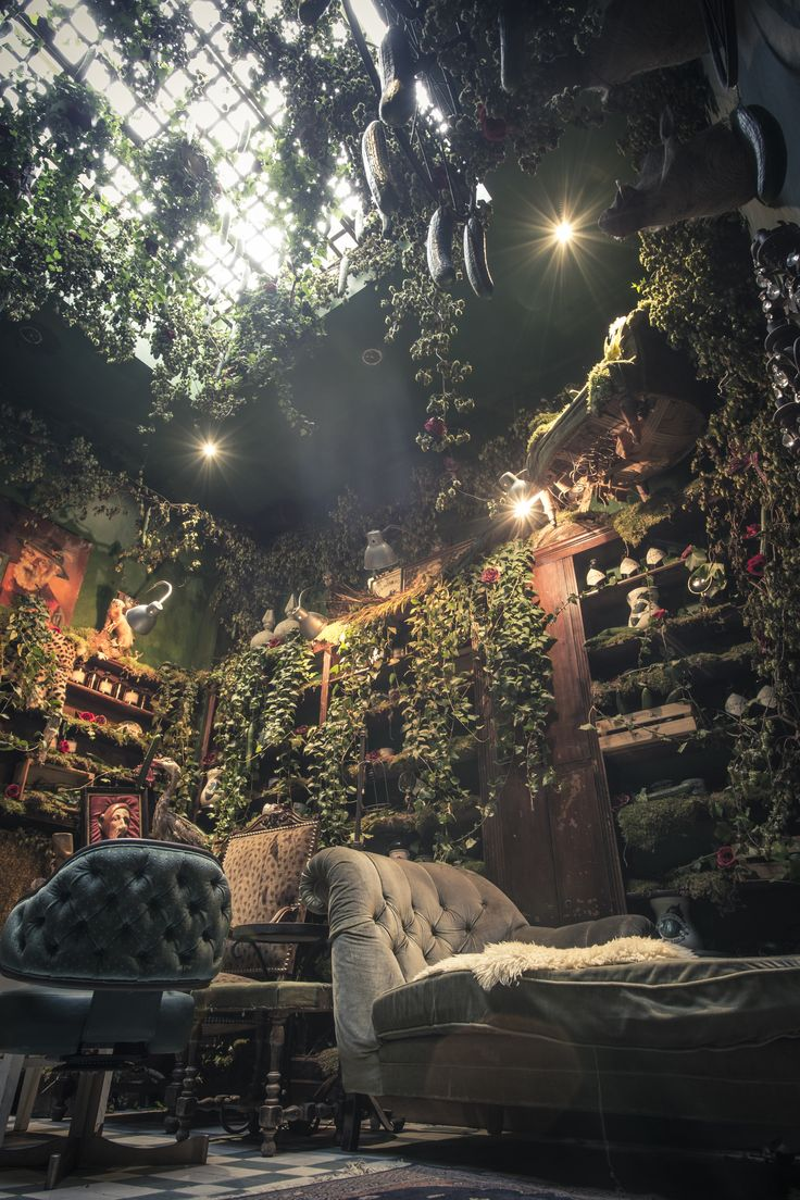Too Many Agencies - Hendrick's Chambers of the Curious Gin Bar Brussels << Cocktail bar, interior design, scenography, curiosity, pharmacy, Oscar and the Wolf, Max Colombie >>