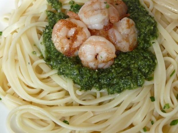..... schnelle Pasta mit Pesto nach Wahl... immer beliebt bei uns.... dieses Mal noch das letzte Bärlauchpesto von mir..