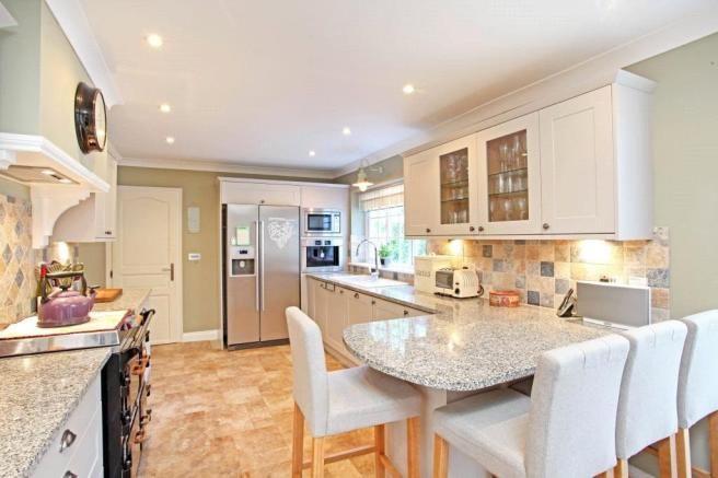 4 bedroom detached house for sale in Heath Ride, Finchampstead, Wokingham, Berkshire, RG40 - Rightmove | Photos