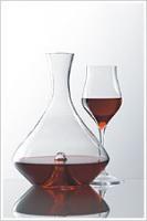 Durch das Servieren des Weins in Dekantern und Weinkaraffen entfalten diese erst ihr volles Aroma.