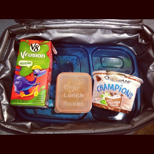 keeleymcguireblog Little Miss' #lunchbox today includes her @chobanichampions yogurt + an #easylunchboxes #minidippers filled with #enjoylife double chocolate crunch granola... Ohhh yeeeeeah ;) #keeleymcguire #keeleymcguireblog #peanutfree #nutfree #glutenfree #snack #lunch #dessert #chobanitime #champions #chobanipowered #wintheday