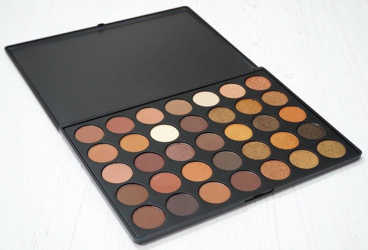 Morphe 35R Eyeshadow Palette Review and Swatches. The Morphe Brushes 35R Ready, Set, Gold Palette from Beauty Chamber UK.