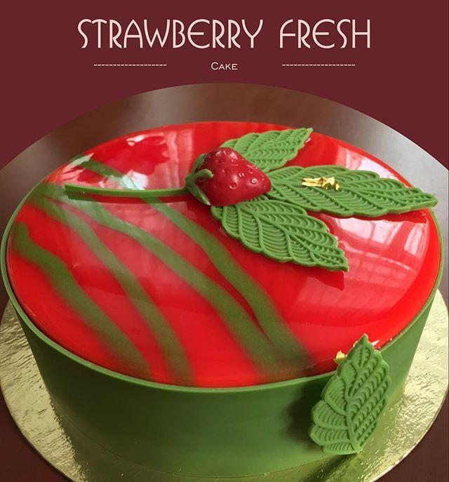 Strawberry fresh ( клубника, лайм, базилик) - миндальный бисквит, клубничное конфи, кремё лайм-базилик, мусс с белым шоколадом и лаймом, шоколадный декор -по рецепту @vera_nika37. #тортыновосибирск