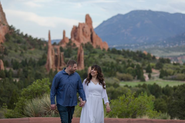 Spring Engagement Session in Garden of the Gods