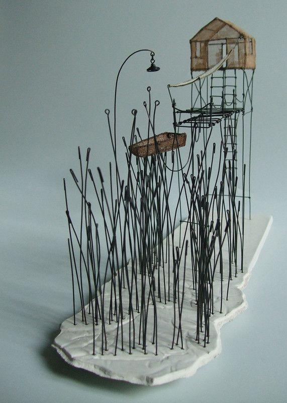 Isabelle Bonte, cabane du lac, fil de fer et tarlatane teintee et ceramique, H23 x L 12 x 33, more art: www.kirstenlovesart.com