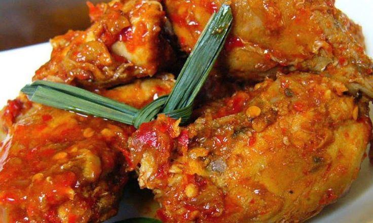 Ajam ritja ritja (rica) is een zeer heet gerecht van kip. Het gerecht kan zowel droog worden gebakken, maar je kunt de kip ook laten stove...