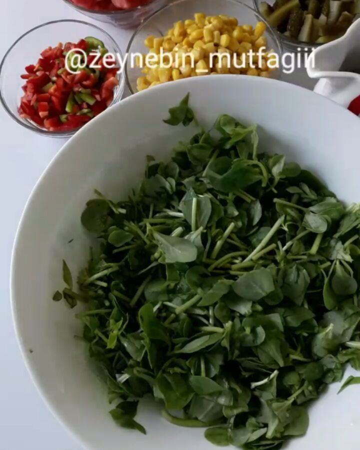 """1,994 Likes, 53 Comments - Zeyneb Aslanboğa (@zeynebin_mutfagiii) on Instagram: """"Selamün aleykum hanımlar🌹 arefe gecesi paylaştığım ıslak kurabiyenin tarifini paylaşıyorum…"""""""