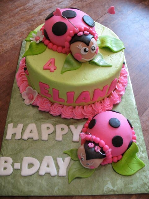 super cute lady bug cake!