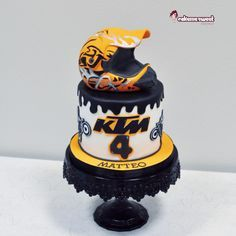 Dirty bike/motocross cake by Naike Lanza
